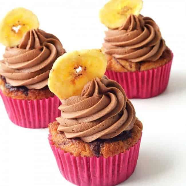 Nutella Banana Cupcakes | via sweetestmenu.com