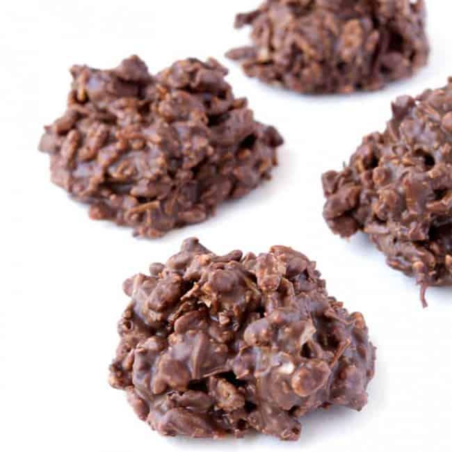 No Bake Chocolate Cookies | via sweetestmenu.com