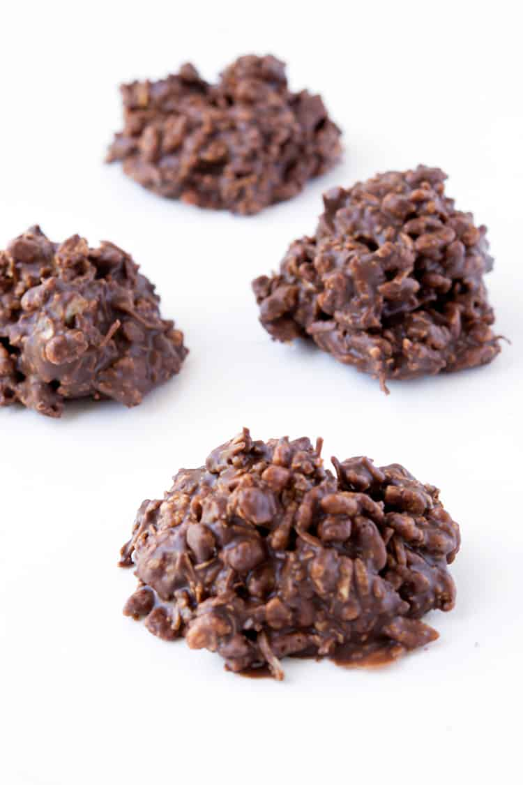No Bake Chocolate Cookies | via sweetestmenu.com