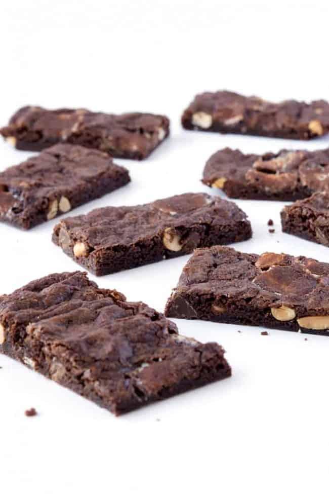 Rocky Road Brownie Bark | via sweetestmenu.com